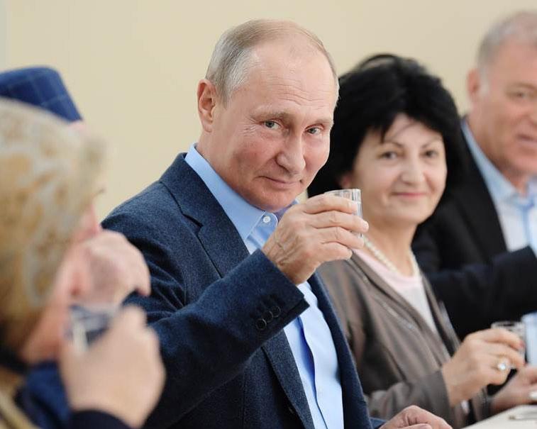 Bere vodka in Russia - OBICONS